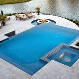 Jakuzili Yüzme Havuzu